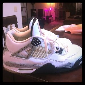 Jordan Retro 4 White Cement Size 11.5 9/10 Cond.
